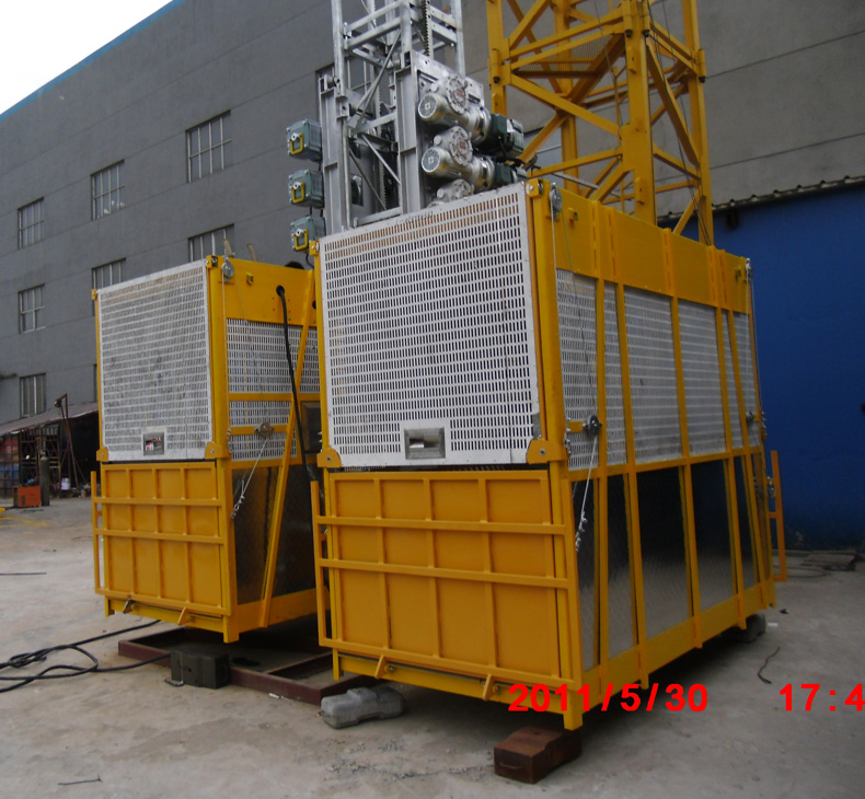 1200kg Painted Building Material Twin Cage Hoist 3.6 x 1.5 x 2.5 m
